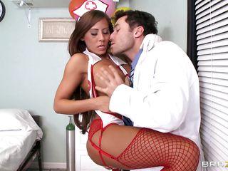 Порно оргазм у доктора